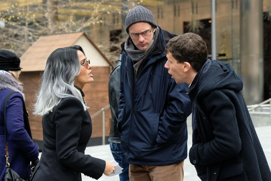 Salma Hayek, Jesse Eisenberg et Alexander Skarsgård dans... (PHOTO FOURNIE PAR ENTRACT FILMS)