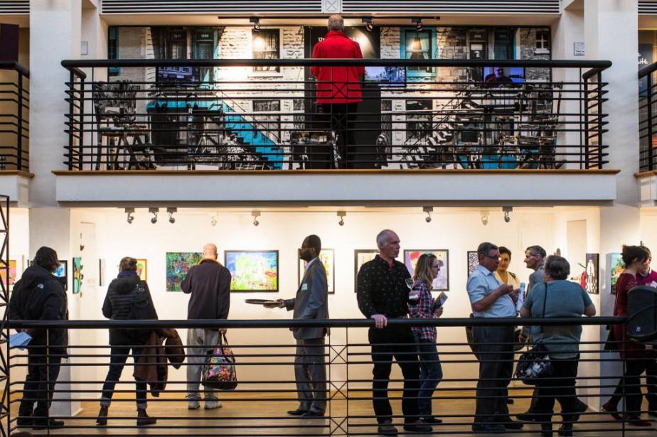 Vue du vernissage de l'exposition D'un oeil différent,... (PHOTO OLIVIER PONTBRIAND, LA PRESSE)