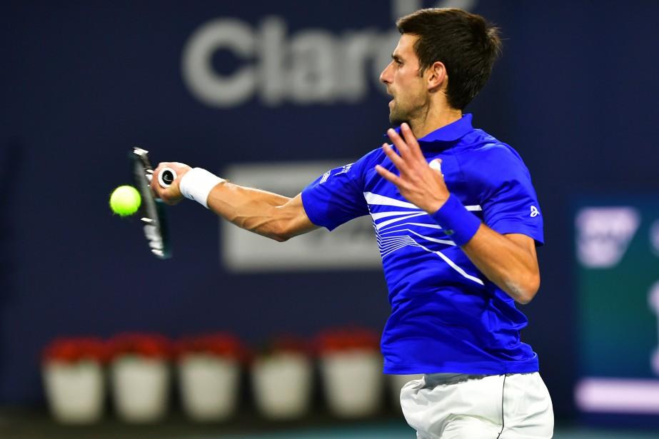 Le favori Novak Djokovic a battu l'Australien Bernard... (PHOTO JIM RASSOL, AP)