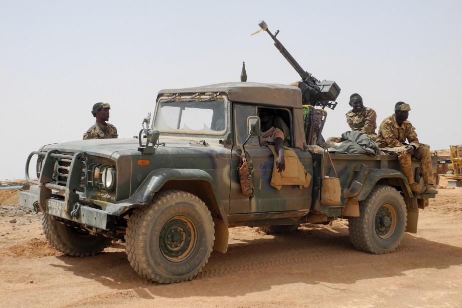 Des membres de l'armée malienne ont patrouillé à... (PHOTO AGNES COUDURIER, AGENCE FRANCE-PRESSE)