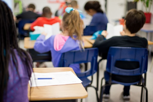 fréquenter l'école publique