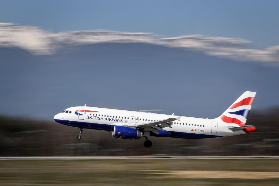 Alors qu'ils pensaient atterrir à Düsseldorf, en Allemagne, les... (PHOTO AFP)