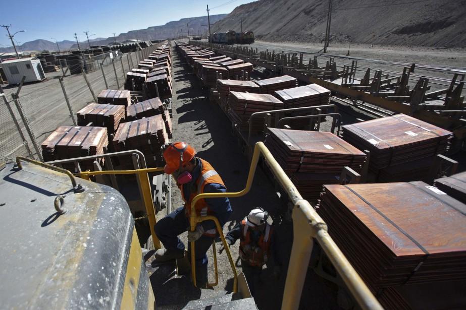 Un chargement sortant de la mine de cuivre... (PHOTO IVAN ALVARADO, REUTERS)