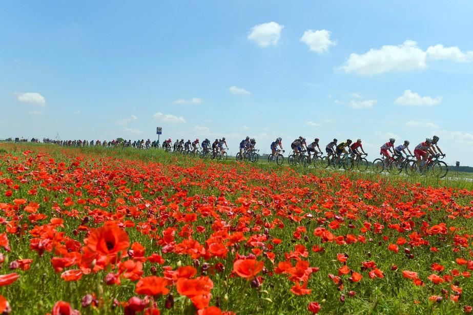 Les organisateurs du Tour d'Italie... (PHOTO LUK BENIES, AGENCE FRANCE-PRESSE)