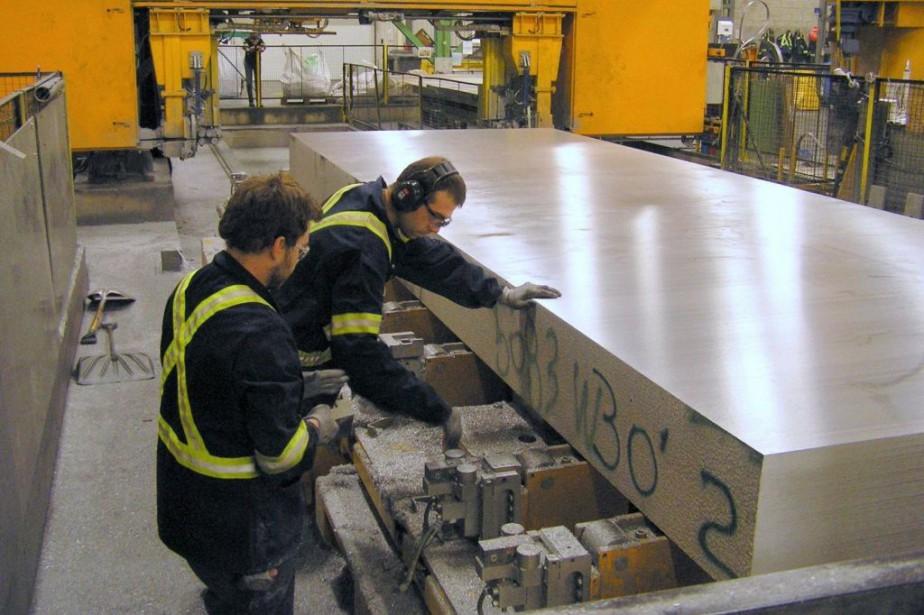 Des employés de PCP Aluminium, spécialisée dans la... (PHOTO FOURNIE PAR PCP ALUMINIUM)