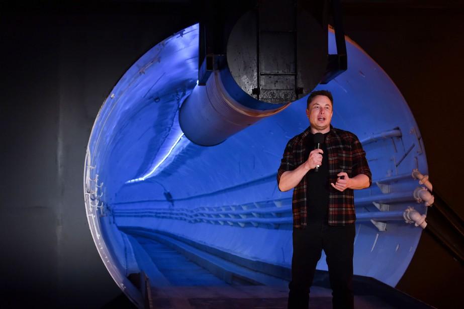 Elon Musk, lors du dévoilement du tunnel expérimental... (PHOTO ROBYN BECK, AFP)