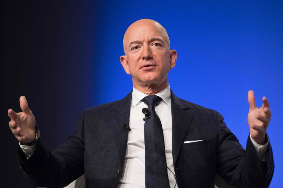 Le PDG d'Amazon, Jeff Bezos... (PHOTO JIMWATSON, AFP)
