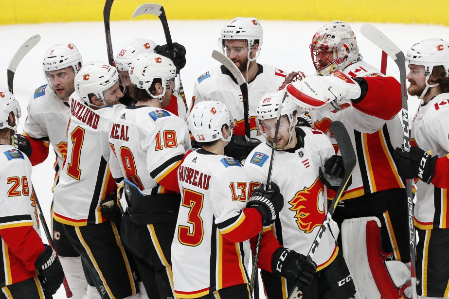 Les Flames de Calgary ont inscrit trois buts en moins... (PHOTO JOSIE LEPE, AP)