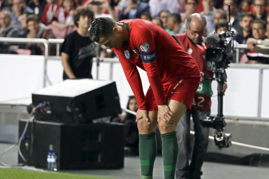 Cristiano Ronaldo s'est blessé à un muscle de... (PHOTO ARMANDO FRANCA, ARCHIVES ASSOCIATED PRESS)