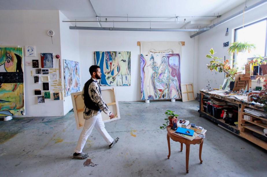 Le peintre Manuel Mathieu dans son grand atelier... (PHOTO ALAIN ROBERGE, LA PRESSE)