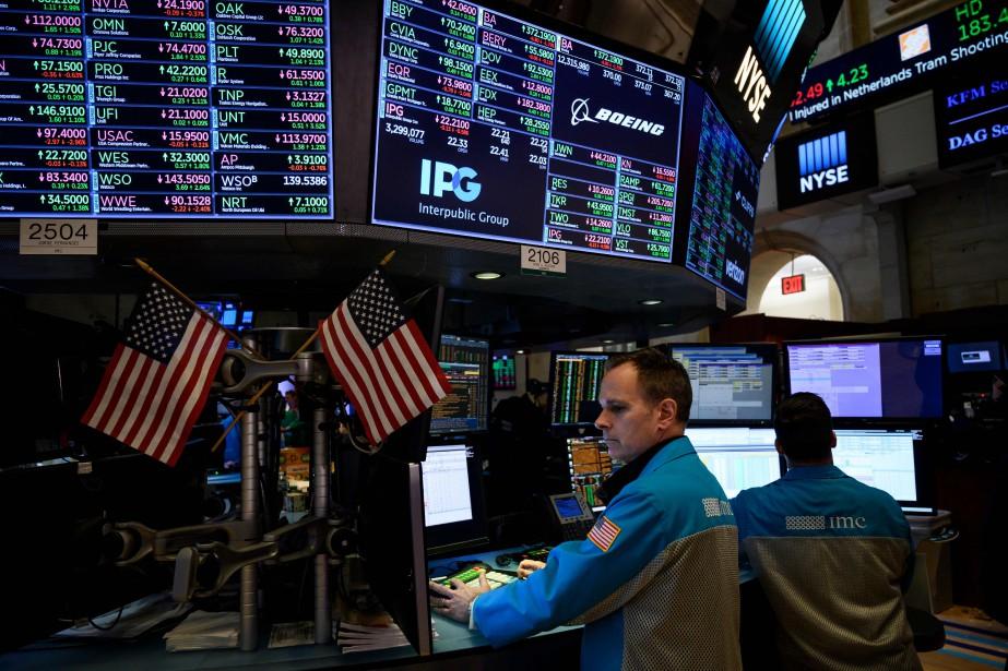 Vers 9h45, l'indice vedette de la Bourse de... (PHOTO JOHANNES EISELE, AFP)