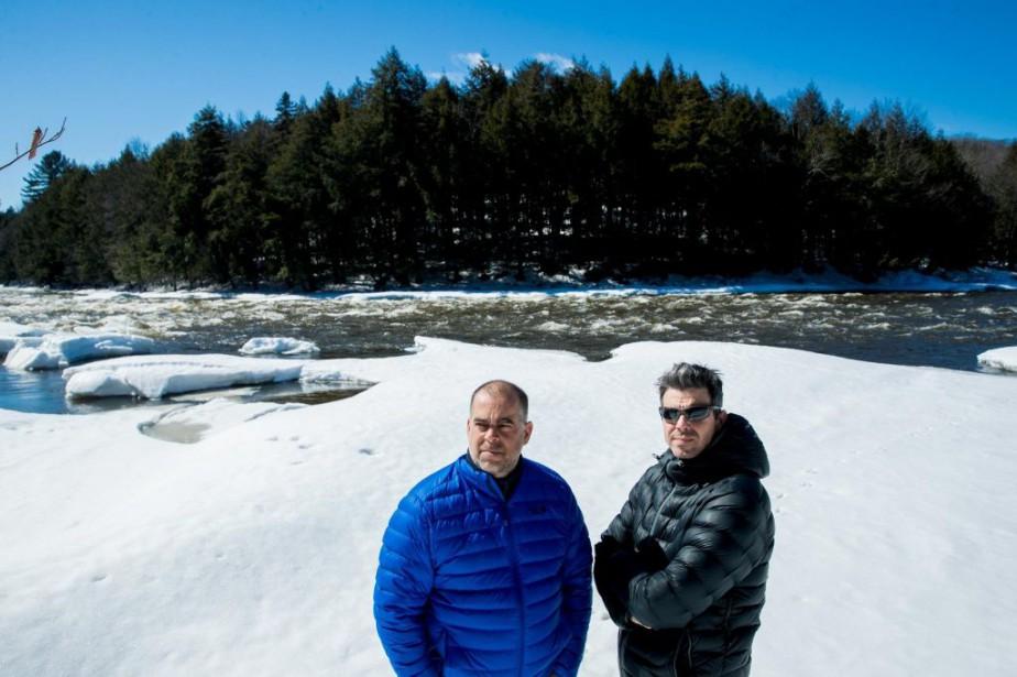 Nicolas Achim, propriétaire de Propulsion Rafting, et Gilles... (PHOTO MARCO CAMPANOZZI, LA PRESSE)
