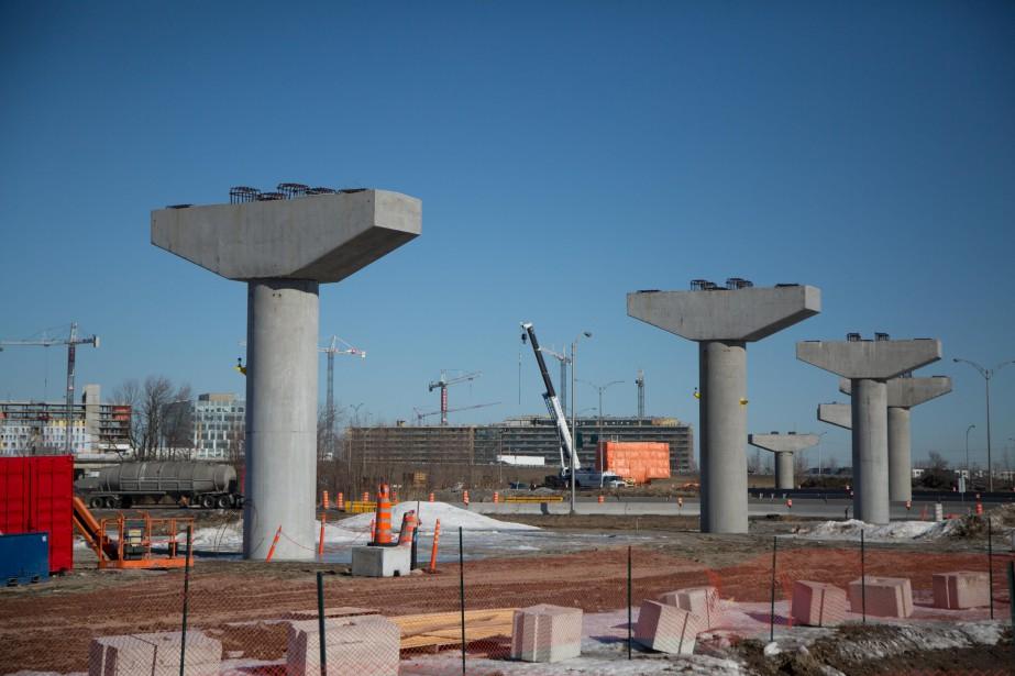 Le chantier de construction du REM à Brossard... (PHOTO MARTIN TREMBLAY, ARCHIVES LA PRESSE)