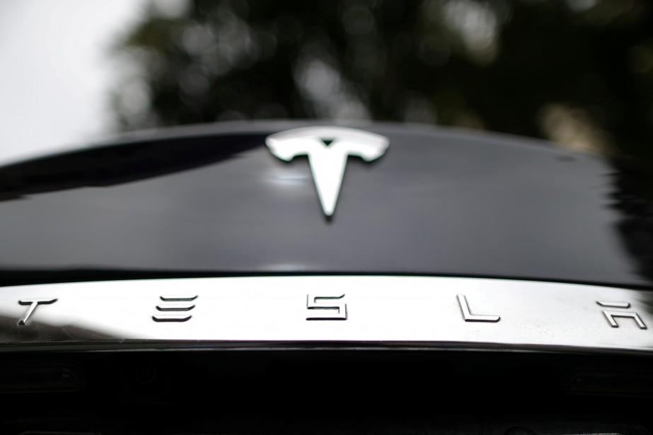 Le titre de Tesla, coté sur le NASDAQ,... (PHOTO LUCY NICHOLSON, REUTERS)