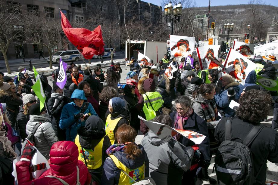 Environ 200 personnes ont pris part à la... (PHOTO DAVID BOILY, LA PRESSE)