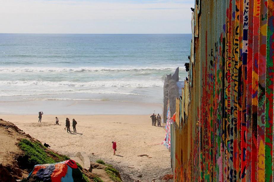 Un mur, haut de 5 m, divise la... (PHOTO VIOLAINE BALLIVY, LA PRESSE)