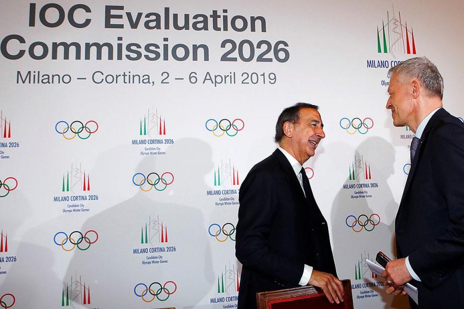 Le maire de Milan Giuseppe Sala (à gauche)... (PHOTO ALESSANDRO GAROFALO, REUTERS)