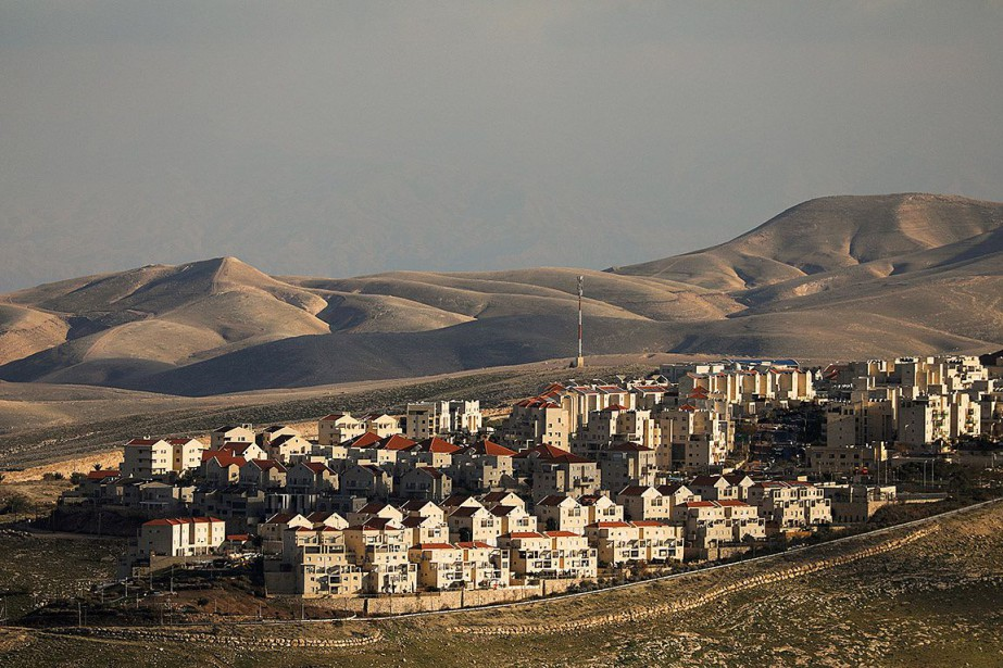 Vue sur la colonie de Maale Adumim, en... (PHOTO AMMAR AWAD, ARCHIVES REUTERS)
