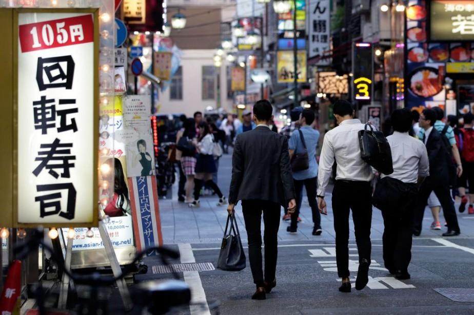 Au Japon, pour chaque travailleur qui cherche un... (PHOTO KIYOSHI OTA, ARCHIVES BLOOMBERG)