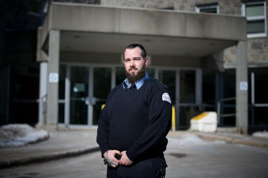 Marc-Antoine St-Pierre est agent de sécurité depuis sept... (PHOTO FRANÇOIS ROY, LA PRESSE)