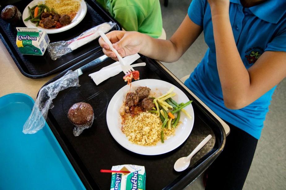 Des élèves démunis qui recevaient des repas à... (PHOTO ALAIN ROBERGE, ARCHIVES LA PRESSE)