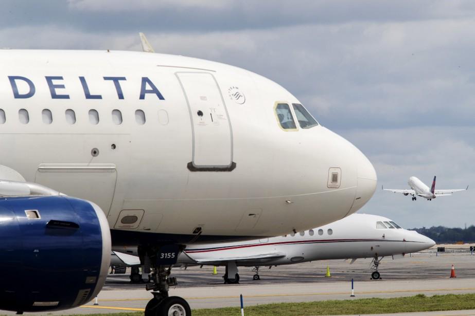 Delta Air Lines a vu son bénéfice net... (PHOTO MARY ALTAFFER, AP)