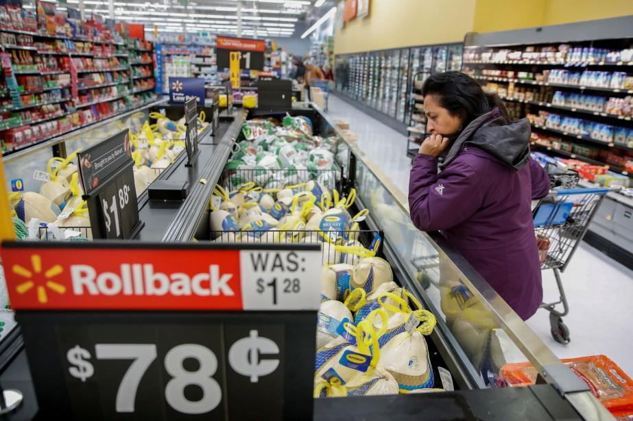 Les prix alimentaires aussi ont poursuivi leur progression... (PHOTO KAMIL KRZACZYNSKI, REUTERS)