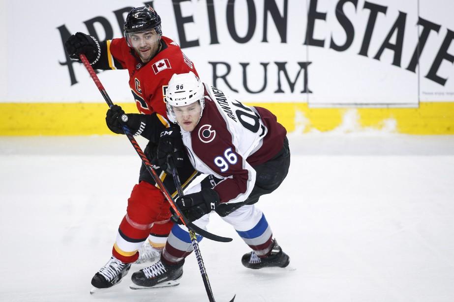 Mark Giordano, des Flames de Calgary, et Mikko... (PHOTO JEFF MCINTOSH, ARCHIVES LA PRESSE CANADIENNE)
