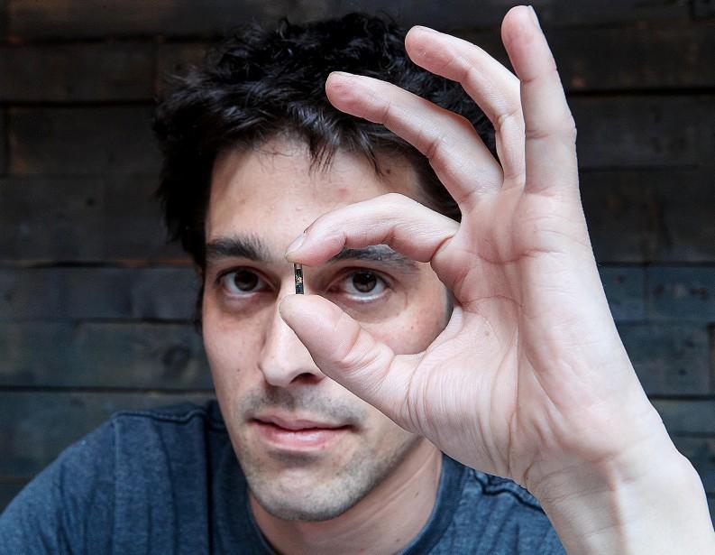 Mathieu Boucher s'est implanté une puce électronique de... (PHOTO ALAIN ROBERGE, LA PRESSE) - image 2.0