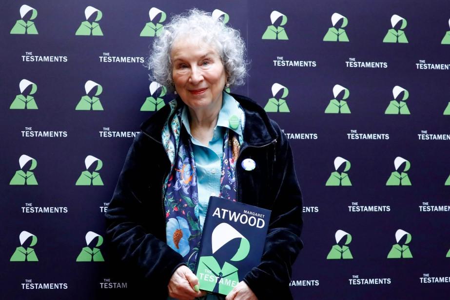 Margaret Atwood présente son nouveau livre The Testaments,... (PHOTO TOLGA AKMEN, AFP)