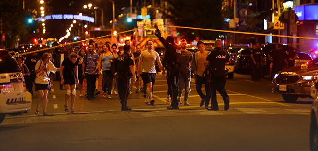Fusillade à Toronto :un mort et 13 blessés
